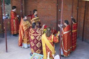 Первая литургия в строящемся храме
